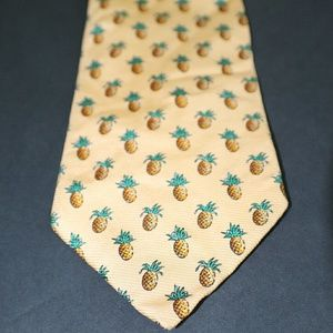 RALPH LAUREN 100% Silk Pineapple Necktie